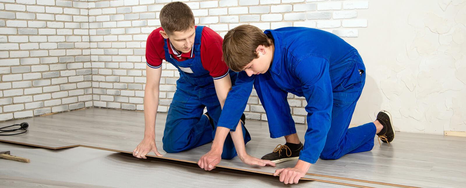 laminate floor covering e1487180018319 Внутренняя отделка домов